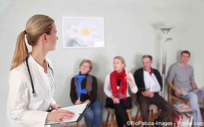Arzt im Wartezimmer